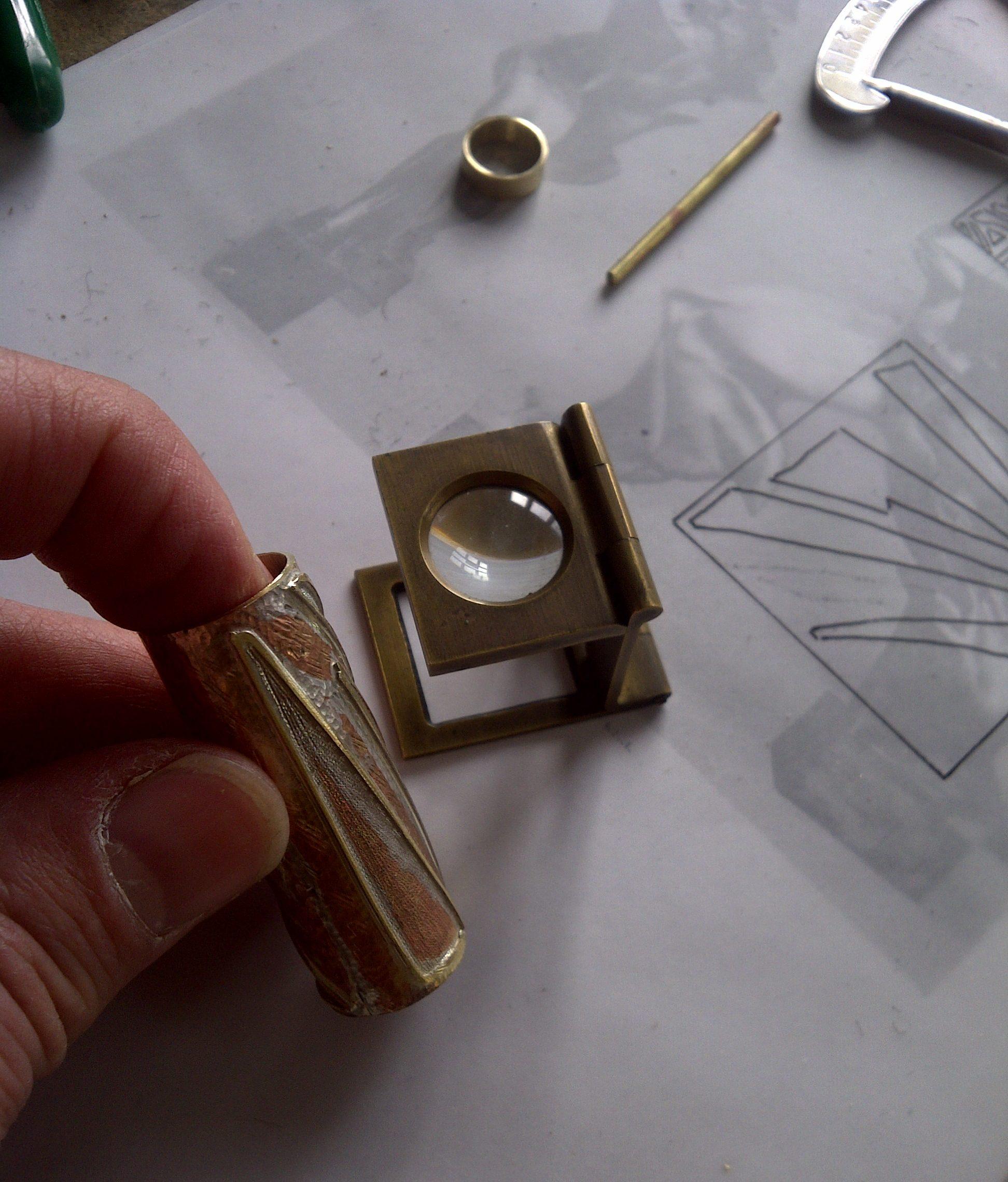 Lavorazione cappuccio stilografica Boccioni