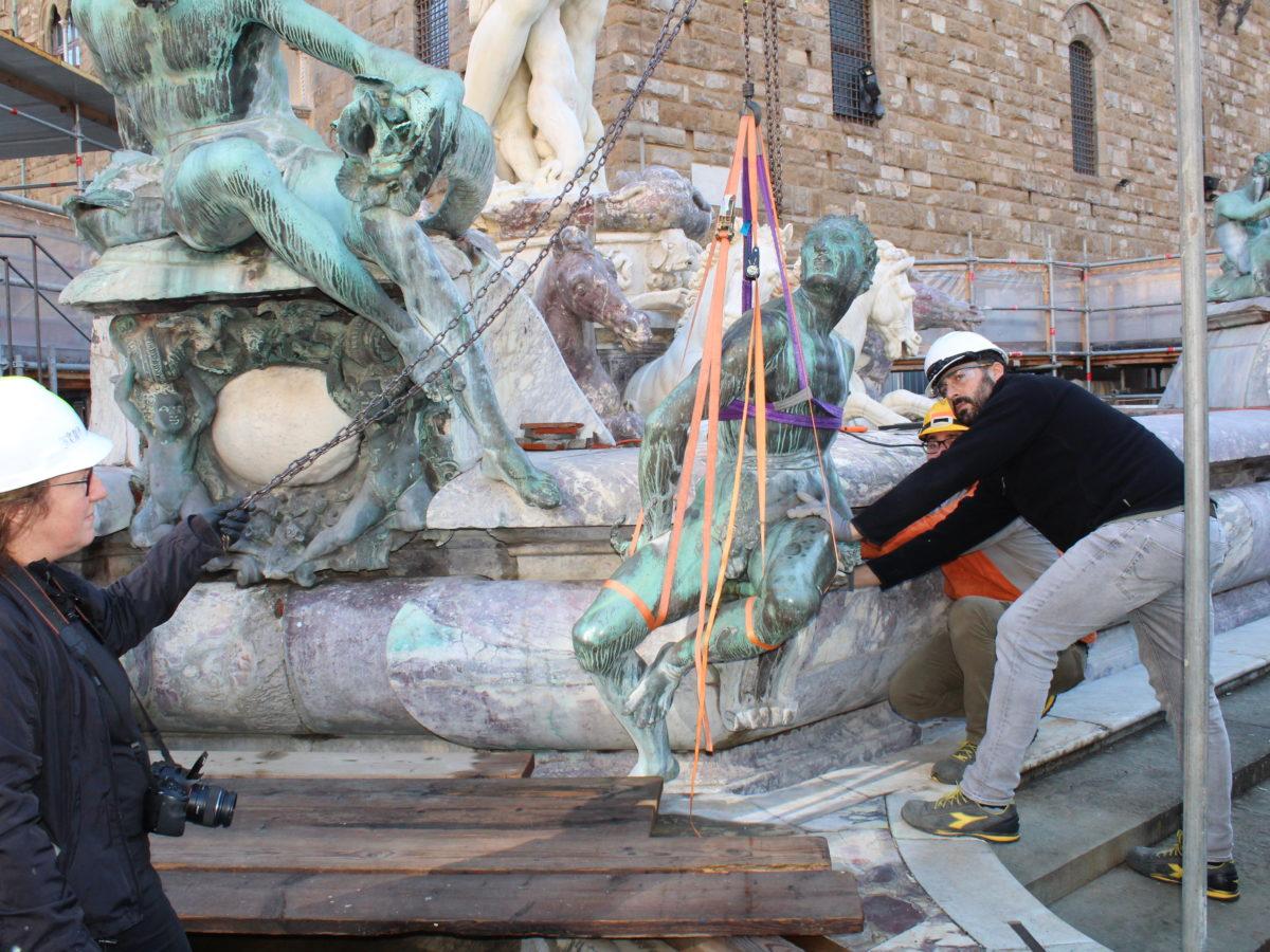 La Ragione Del Restauro.In Restauro I Bronzi Del Giambologna Della Fontana Del Nettuno Il